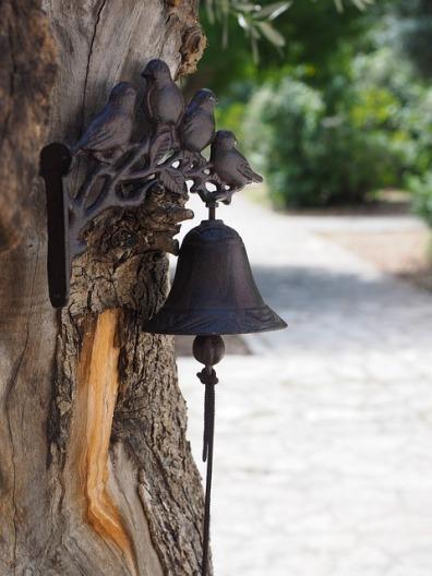 bell-1090308_640