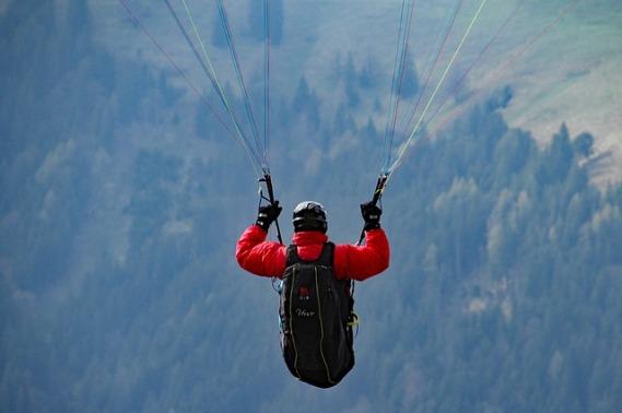 paraglider-1141422_640